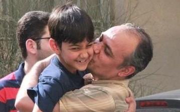 Ahmad Zeidabadi riabbraccia il figlioletto