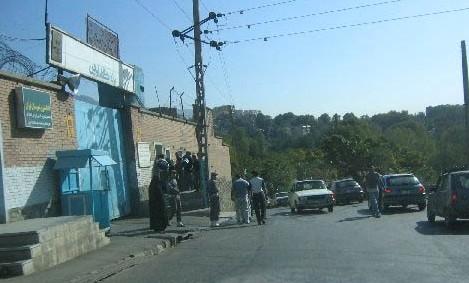 L'ingresso del carcere di Evin a Teheran