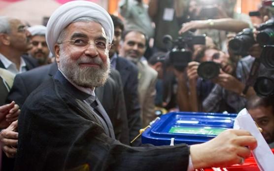 Il neo-presidente Hassan Rouhani al voto