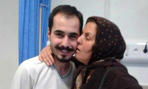 Hossein Ronaghi Maleki con sua madre