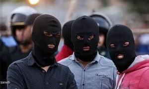 Tre esecutori durante un'impiccagione in pubblico. Karaj, 17 luglio 2016
